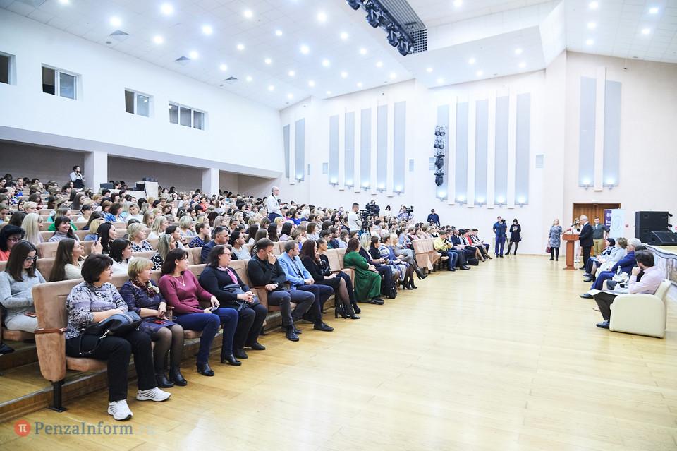 Сергей Чесноков на полях форума в Пензе встретился с губернатором Иваном Белозерцевым